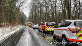 Rettungshubschrauber bei Unfall im Einsatz: Glatte Fahrbahn wohl ursächlich - Osthessen News