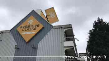 Saint-Pol-sur-Mer: l'enseigne de l'hôtel Première Classe menace de s'effondrer à cause du vent - La Voix du Nord