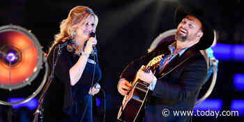 Garth Brooks explains why he always bows to wife Trisha Yearwood onstage