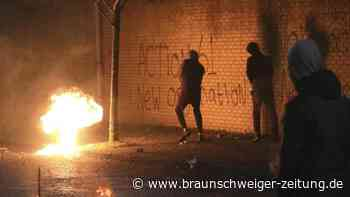 Ausschreitungen in Nordirland: Krawalle in Belfast: Bus geht in Flammen auf