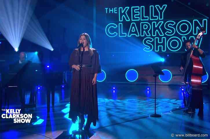 Kelly Clarkson's Got Us In Our Feelings With Her Patsy Cline Cover