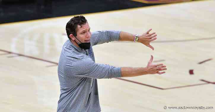 Luke Walton says he has 'no interest' in the University of Arizona coaching vacancy