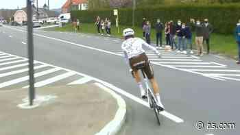 Expulsado del Tour de Flandes por dar un bidón a un aficionado - AS