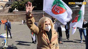 """VIDEO   Sandra Milo in lacrime nella piazza delle Partite Iva, appello a Draghi: """"Apri tutto"""""""