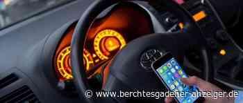 Mit Handy am Steuer: Autofahrer nimmt Polizei die Vorfahrt – Kein Führerschein für den mitgeführten Anhänger - Berchtesgadener Anzeiger