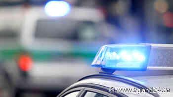 Tittmoning: Verkehrsunfall auf der B20 - LKW-Fahrer kommt auf eisglatter Oberfläche von der Fahrbahn ab und... - bgland24.de