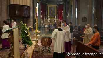 Mascherine e distanze, la messa di Pasqua a Domodossola - Video - La Stampa