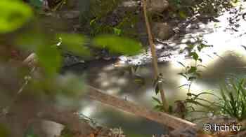 #DenunciasHCH Vecinos de Residencial Las Colinas preocupados por desperdicios de muro que son lanzados a río - hch.tv