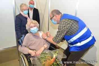 Bloemen voor Francine (85), vaccinatiecentra in Vlaamse Ardennen zetten 10.000ste prik
