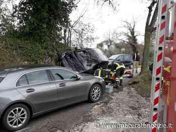 Scontro tra due automobili nei pressi di Tolentino, ferita una persona - Macerata Notizie
