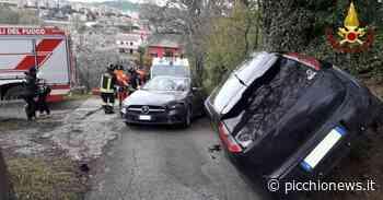 Tolentino, pauroso scontro tra due auto: una vettura rimane in bilico su una fiancata - Picchio News