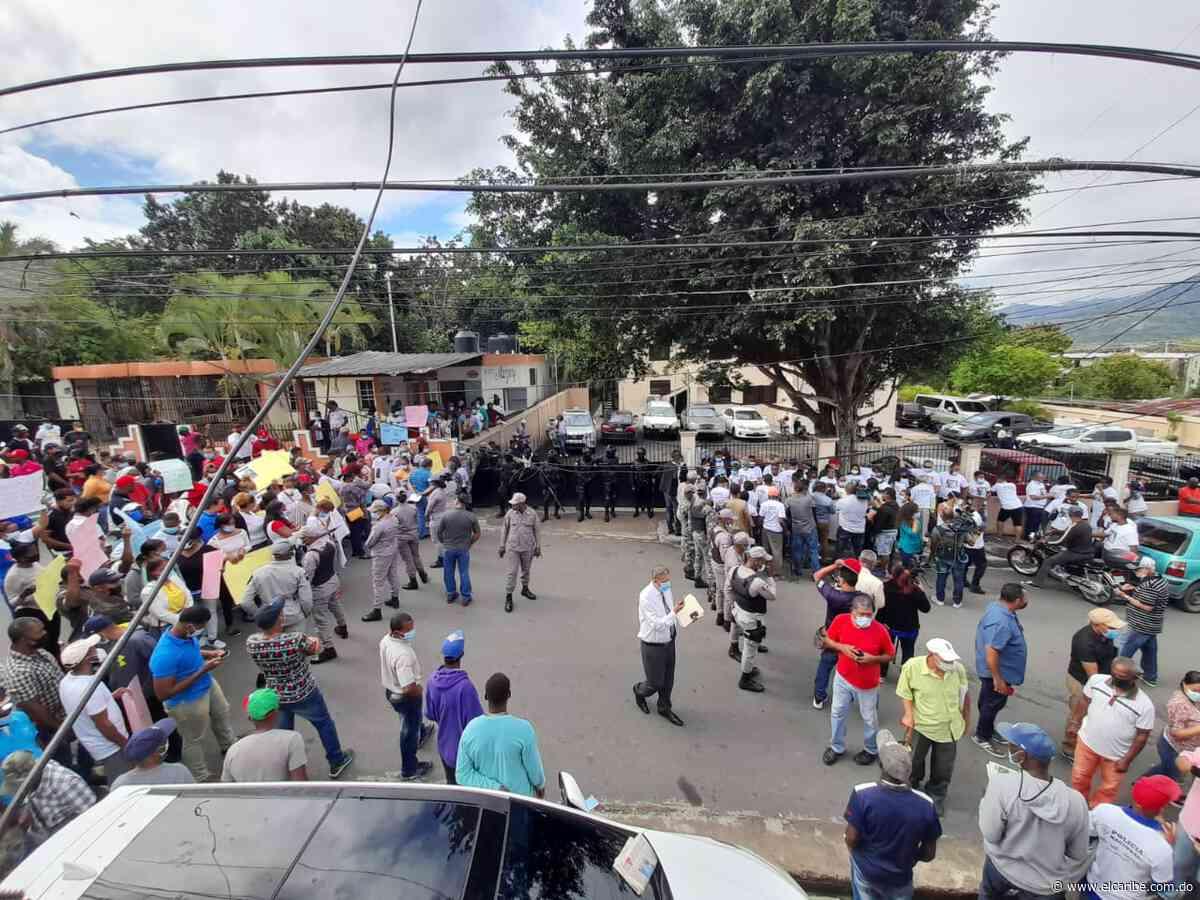 Familiares de esposos asesinados piden se investigue al coronel César Martínez Lora - El Caribe