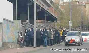 Nuoro. Centinaia di over 80 assembrati al freddo in attesa del vaccino - Sardegna Live