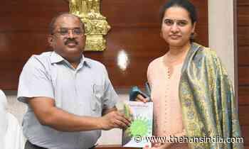Vijayawada: Collector Md Imtiaz felicitates chess champion Koneru Humpy - The Hans India