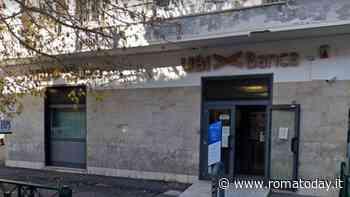 Rapina in banca: deruba i clienti in attesa dell'apertura della cassaforte temporizzata