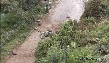 Varios policías lesionados por un artefacto explosivo activado en Anorí - Caracol Radio