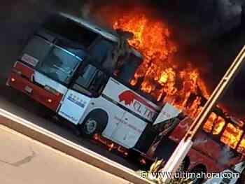 Ómnibus es consumido por llamas en Edelira - ÚltimaHora.com