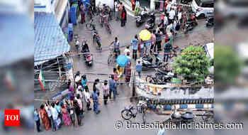 Kolkata hosps start to ration jabs as stocks dwindle