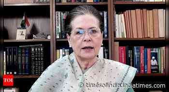 Coronavirus live updates: Sonia reviews efforts to tackle Covid in Cong-ruled states - Times of India