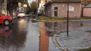 Un caño roto dejó varias calles inundadas en el centro de Pilar - Pilar a Diario