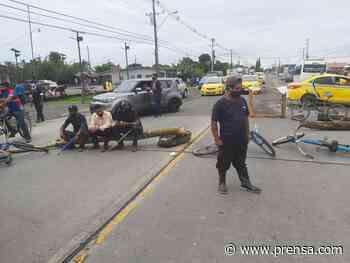 Obreros bananeros bloquean principales vías de Changuinola, Bocas del Toro - La Prensa Panamá