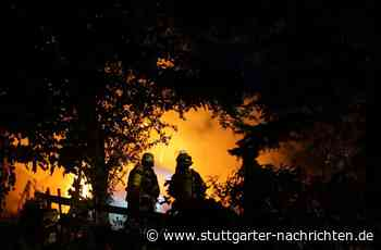 Zell unter Aichelberg: Unbekannte zerstören Kleingartenanlage und legen Feuer - Stuttgarter Nachrichten