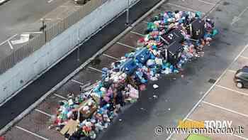 Emergenza rifiuti, Roma chiede aiuto a Napoli: 100 tonnellate da smaltire all'ombra del Vesuvio