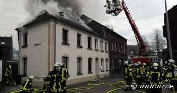 Großeinsatz bei Hausbrand in Grefrath - Westdeutsche Zeitung