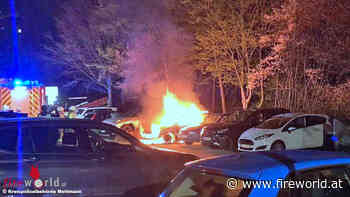 D: Auto brennt am Parkplatz vor Kita in Monheim am Rhein in voller Ausdehnung - Fireworld.at