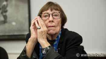 Witwe von Helmut Newton: Fotografin Alice Springs stirbt mit 97 Jahren