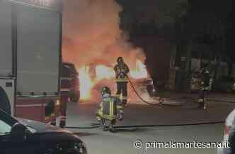 Auto in fiamme a Pioltello, intervengono i pompieri - Prima la Martesana