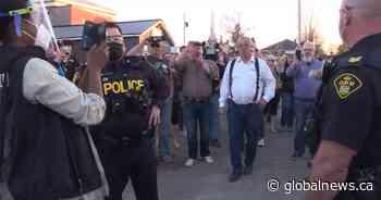 Regulator suspends Kemptville, Ont., restaurant's liquor licence after anti-mask event - Global News