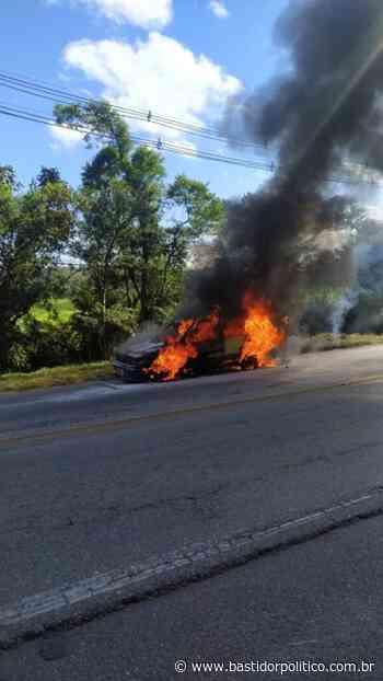URGENTE: Carro pega fogo na entrada de Rio Grande da Serra - Bastidor Político