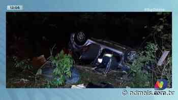 Videira: Carro capota e dois ocupantes ficam feridos - ND Mais