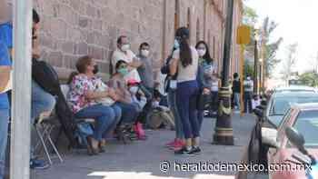 Caos y enojo durante vacunación a personal médico en San Luis Potosí - Heraldo de México