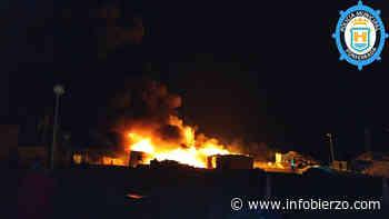 Incendio en el Polígono de La Llanada provoca una columna de humo negro visible desde la A-6 - Infobierzo.com