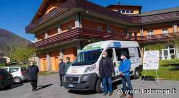 Domodossola, il nuovo pulmino regalato al Ciss per il trasporto dei disabili - La Stampa