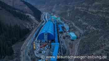 Nach Wassereinbruch: 21 Bergleute in Bergwerk in China eingeschlossen