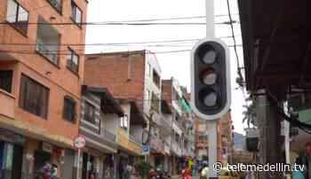Semáforos eléctricos de Girardota ahora serán solares - Telemedellín
