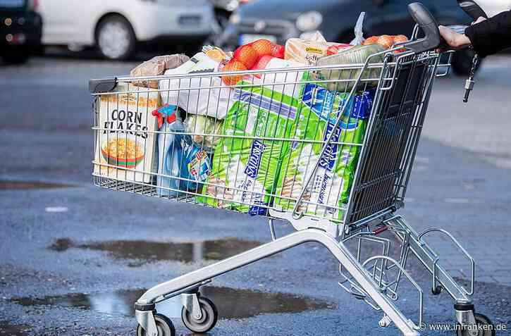 Renitenter Rentner flüchtet nach Rempler mit Einkaufswagen