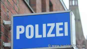 Betrunkener schmeißt Leitpfosten auf Straße - Süddeutsche Zeitung