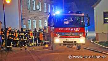 Großeinsatz: Scheunenbrand in Uenglingen - az-online.de