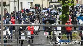 Uno 'tsunami' di 300 commercianti: piazza in rivolta contro le misure in anti-Covid - BresciaToday