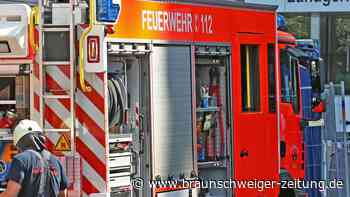Müllcontainer brennt in der Roseggerstraße in Wolfsburg