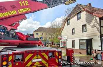 FW Lehrte: Brand in einer Schusterwerkstatt betrifft Fachwerkgebäudekomplex