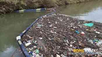 """Stop alla plastica in mare, il bilancio delle barriere acchiappa rifiuti: """"In meno di 18 mesi recuperate 6 tonnellate"""""""