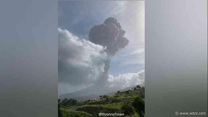 Huge explosion rocks St. Vincent as volcano keeps erupting