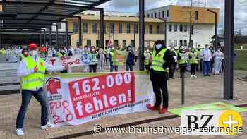 Klinikpersonal protestiert für bessere Arbeitsbedingungen
