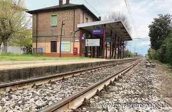 Fermo sui binari a Gatteo, il treno si ferma in tempo: folle gioco? - Corriere Romagna