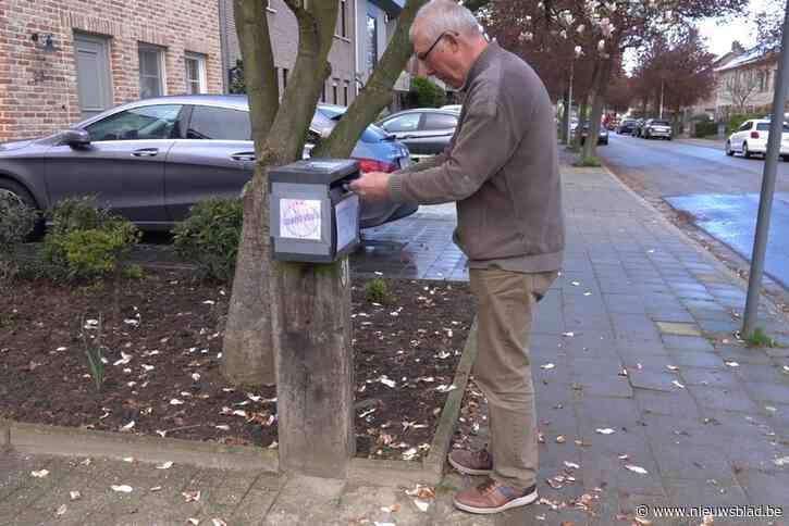 Reclamefolders verjagen in brievenbus broedend koolmeesje